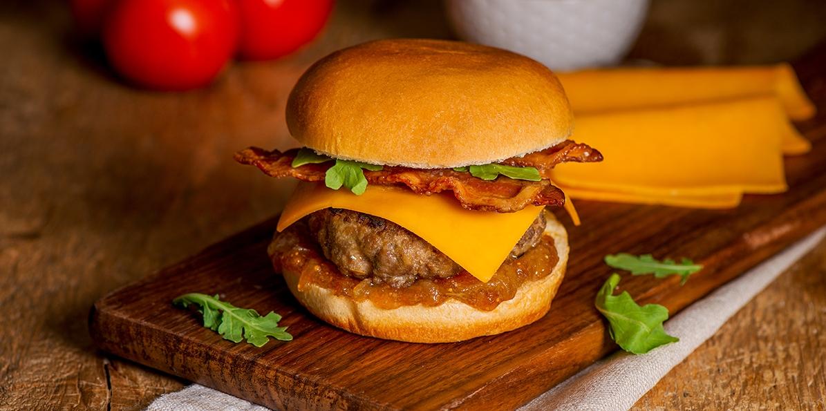 Bacon & Smokehouse Cheddar™ Cheeseburger